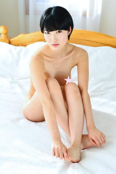 THE NUDE ~絵画教室の超美乳デッサンモデルがヘアヌードグラビアやってみた~